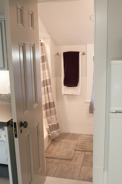 Tiny house_Ent Bath